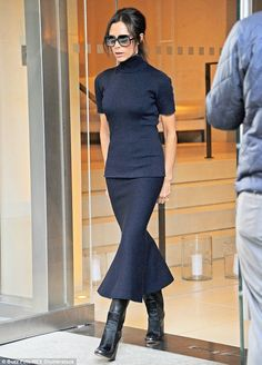 Victoria Beckham looks chic as she oversees work on NYC store Star Fashion, Fashion Art, Fashion Looks, Fashion Clothes, Runway Fashion, Fashion Trends, Looks Chic, Looks Style, Spice Girls