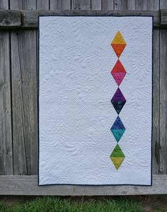 Free Motion Quilting Designs Triangles Negative Space Ideas For 2019 Modern Quilting Designs, Machine Quilting Designs, Modern Quilt Patterns, Quilting Projects, Quilting Patterns, Geometric Patterns, Geometric Quilt, Patchwork Quilting, Quilt Stitching