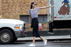 nyfw-culottes-black and white-striped tee shirt-white sneakers-adidas sneakers-striped tee-stripes-nyfw-via-the styleograph