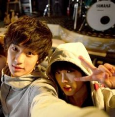 'IU' and Kim Soo-hyun took a selfie 4 years ago. 'Producers' stars 'IU' and Kim Soo-hyun starred in the KBS drama 'Dream High' together 4 years ago. They look much younger in the picture. Korean Student, My Love From Another Star, Mbc Drama, Hallyu Star, Park Min Young, Dream High, Child Actors, She Song, Korean Music