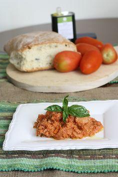 pappa al pomodoro toscana Tuscan Recipes, Italian Recipes, Black Fig, Italian Cooking, Food Crafts, Wine Recipes, Meat, Chicken, Breakfast