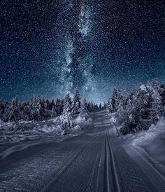 Irgendwo in Norwegen . - Irgendwo in Norwegen … - Somewhere in Norway . - Somewhere in Norway . Winter Szenen, Winter Night, Clear Winter, Snow Night, Winter Season, Winter Road, Winter Blue, Winter Magic, Cool Pictures