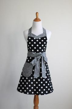 Sweet and Sassy Women's Apron Pattern | Craftsy