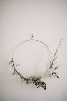 Get your dining room ready for the holidays with simple DIY mantel garlands, DIY minimalist wreaths, and Scandinavian dessert buffet styling inspiration! Minimal Christmas, Modern Christmas, Simple Christmas, Christmas Diy, Christmas Decorations, Holiday Decor, Diy Fall Wreath, Holiday Wreaths, Fall Diy