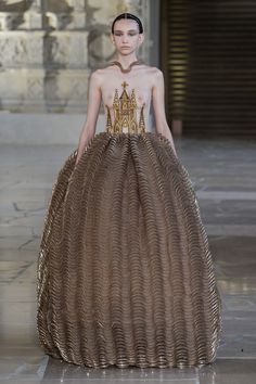 Guo Pei Fall 2018 Couture Collection - Vogue