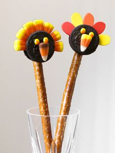 How cute are these little turkeys?! Created with Snyder's of Hanover Pretzels and @Lance Snacks Cookies.