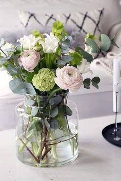 40 ideas flowers bouquet floral arrangements ranunculus for 2019 Fresh Flowers, Spring Flowers, Flowers Garden, Planting Flowers, Beautiful Flowers, Seasonal Flowers, Simply Beautiful, Arte Floral, Deco Floral