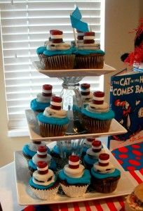 Yummy Cat in the Hat Cupcakes!