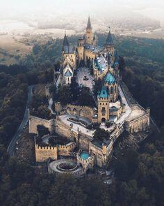 travel destinations germany Hohenzollern Castle, G - traveldestinations Beautiful Castles, Beautiful Buildings, Beautiful Places, Places To Travel, Places To See, Travel Destinations, Germany Castles, Beautiful Architecture, Ancient Architecture