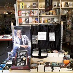 """Es gibt so eindringliche #Bücher die bei uns einen besonderen Auftritt bekommen müssen _ """"Underground Railroad"""" von Colson Whitehead _ Habt ihr das Buch schon gelesen _ Ihr könnt das Buch bei uns im Laden oder im Onlineshop kaufen (www.radwer24.de - NEU!)"""