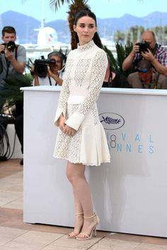 Rooney Mara entschied sich gleich zweimal für Weiß: Zum Carol Photocall kam sie in Alexander McQueen mit Stuart Weitzman Heels