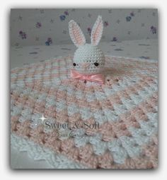 This Pin was discovered by mic Crochet Security Blanket, Crochet Rabbit, Crochet Bedspread, Baby Afghan Crochet, Crochet Crafts, Crochet Dolls, Crochet Projects, Diy Crafts, Love Crochet