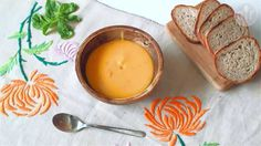 This is a spicy Thai variety of our favourite pumpkin soup. A quick and easy supper that's perfect for autumn! Uk Recipes, Thai Recipes, Vegan Recipes, Thai Pumpkin Soup, Thai Coconut, New Cooking, Vegan Cake, Food Videos, Food Recipes