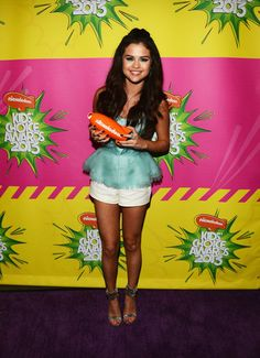 Selena Gomez showed off her orange award backstage at the Kids Choice Awards. Click for more pictures!