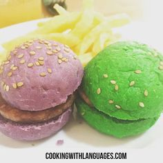 How cool are these mini hamburguesas con pan de colores  We make #languagelearning fun! #aprenderingles #aprenderespañol #learnspanish #learnenglish #mfl #bilingual #cookingwithlanguages #cooking4kids #language #ahamijas #easyrecipe #hamburger #hamburguesa Watch out for our #Kickstarter campaign for new and exciting ideas! http://ift.tt/29pgdLh