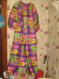 hippie mod 1960's Quilted psychedelic flowers Lounge Jumpsuit - Ultimate - Loungewear - Hostess Gown - Palazzo Pants new condition