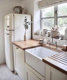 15 belles photos de frigos vintage qui vous donneront des frissons - Joli Joli Design Home Decor Kitchen, Home Kitchens, Diy Kitchen, Small Kitchens, Rustic Kitchen, Vintage Kitchen, Cute Kitchen, Awesome Kitchen, Farm Kitchen Ideas