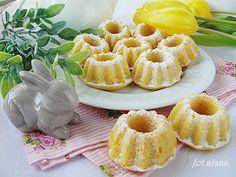 Ala piecze i gotuje: Babeczki adwokatowe do koszyczka Polish Recipes, Dory, Happy Easter, Pineapple, Cupcake, Menu, Cooking Recipes, Cookies, Fruit