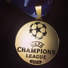 Gareth Bale's Champions League winners medal 2014 for Real Madrid. Chelsea Champions League, Uefa Champions League, Real Madrid, Ucl Final, Trophies And Medals, Gareth Bale, Premier League, Dog Tag Necklace, Christmas Bulbs