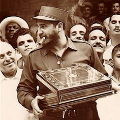 Castro with cigar box - Reasons behind why Cuban cigars are so expensive. - Castro with cigar box – Reasons behind why Cuban cigars are so expensive… You are in the right p - Cigars And Whiskey, Good Cigars, Pipes And Cigars, Fidel Castro, Zigarren Lounges, Famous Cigars, Cohiba Cigars, Viva Cuba, Cigars And Women