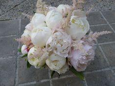 ramos de novia bouquet con peonia blanca y rosa clarita