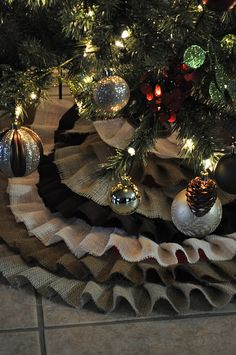Burlap Christmas tree skirt.. Would love this for next Christmas! :)