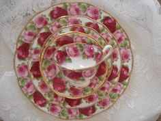 This is a gorgeous red and pink rose motif...it just reminds of a beautiful summer day!
