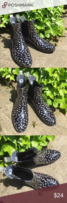 "EUC • NICOLE MILLER RAIN BOOTS EUC • NICOLE MILLER ANKLE RAIN BOOTS • SIZE 9 • CREAM DOTTED DESIGN • MINIMAL WEAR • HEEL HEIGHT 1"" Nicole Miller Shoes Winter & Rain Boots"