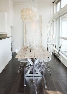 rustic + lucite + coastal- Love this! Could picture this in my home!