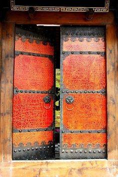 Double doors in Chengdu, Sichuan, China Cool Doors, Unique Doors, The Doors, Windows And Doors, Door Entryway, Entrance Doors, Doorway, Portal, Chengdu