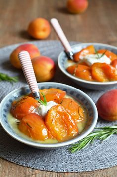 Ich erinnere mich noch an die Aprikosen, die es damals bei meiner Au-Pair-Familie in Südfrankreich gab: groß, vollreif, rotbackig und saftig. Sie kamen in einer großen Holzstiege direkt vom Bauern,…