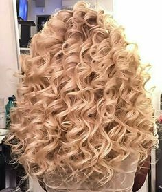 Spiral Curls And A Stylish Spiral Perm Throughout Inspirations Spiral Perm H. Spiral Curls And Curly Hair Tips, Wavy Hair, Curly Hair Styles, Natural Hair Styles, Wavy Perm, Big Curls For Long Hair, Large Curls, Short Permed Hair, Permed Hairstyles