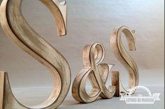 Iniciales de madera vintage  tienda online: http://www.letrasdemadera.com
