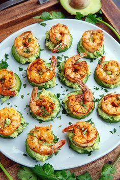 Blackened Shrimp Avocado Cucumber Bites / Party / Fingerfood / Buffet Light and tasty blackened creole seasoned shrimp on crisp and juicy cucumber slices with cool and creamy avocado and flavour packed remoulade sauce! Shrimp Appetizers, Cucumber Appetizers, Sandwich Appetizers, Easy Summer Appetizers, Mini Appetizers, Cheese Appetizers, Cocktail Party Appetizers, Birthday Party Appetizers, Smoked Salmon Appetizer
