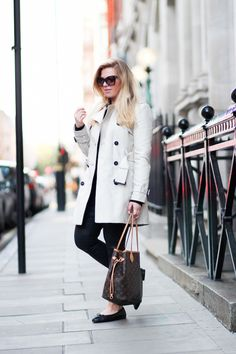 Trench coat, ZARA / Jumper,  SELECTED FEMME / Coated jeans, ZARA / Sunglasses, TOM FORD / Bag, LOUIS VUITTON / Flats, CHANEL // Jenni Ukkonen