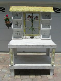 Potting bench ~ One Shabby Old House: Bench Bliss - Garden Pot Design Furniture Layout, Diy Furniture, Furniture Removal, Furniture Outlet, Discount Furniture, Garden Projects, Wood Projects, Potting Station, Potting Tables