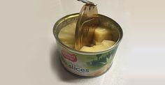 Ananas snijden zonder extra afwas  Voortaan heb je alleen maar een vorkje nodig na het openen van je blikje ananas. Snij de ringen ter plekke met het scherpe deksel! Pas wel op voor je vingers.