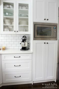 Built-in microwave / Industrial Vintage French kitchen | somuchbetterwithage.com
