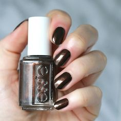"""Essie """"Seeing Stars"""" from its Desert Mirage 2018 Collection : Beautiful rich, deep mahogany with copper flecks. Essie Nail Polish Colors, Nail Polish Dupes, Nail Colors, Sinful Colors, Gel Polish, Uv Gel Nails, Diy Nails, Glitter Nails, Love Nails"""