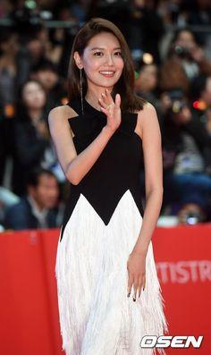 Sooyoung - Busan International Film Festival, Red Carpet by Press Sooyoung, Yoona, Snsd, Hyun Bin, International Film Festival, Girls Generation, Yuri, Red Carpet, White Dress