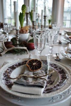 Merry Christmas....:))Bordet är dukat & dagen D är här!Jag njuter av mitt Julhus & att fira med...