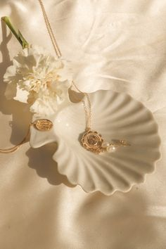 Sitting pretty in our newest thrift find, the shell trinket dish. Gold filled jewellery by S-kin Studio Jewelry - minimal jewelry that lasts. Cream Aesthetic, Gold Aesthetic, Classy Aesthetic, Aesthetic Vintage, Real Gold Jewelry, Gold Filled Jewelry, Cute Jewelry, Indian Jewelry, Unique Jewelry