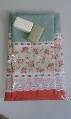 Toalha de Rosto + Toalha de Lavabo  Diversos temas de barrado  100% algodão  Casa In R$ 55,00