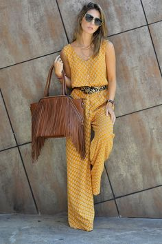 Street Style By Ana Mustard Printed Loose Jumpsuit Style Désinvolte Chic, Mode Style, Trendy Fashion, Love Fashion, Womens Fashion, Fashion Trends, Style Fashion, Modern Fashion, Fashion Black