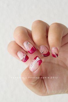 Pose en gel sur ongles naturels, tons rouge/aubergine