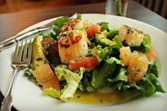 Grapefruit and avocado salad with seared scallops. //Via @Tricia Bozeman// #avocado #grapefruit #scallops