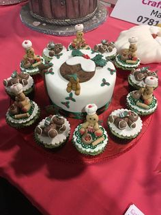 Gingerbread cute cupcakes ... too good to eat!