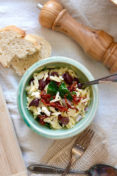 Light, summery, colorful and tasty - this Spinach & Orzo Salad is a treat to behold! Spinach Orzo Salad, Sweet Wine, Tasty, Yummy Food, Spinach Leaves, Spinach And Cheese, Kalamata Olives, Salad Ingredients, Fresh Mint