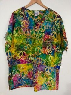 S.C.R.U.B.S. Signature Women's 3 Pocket Top Size XL Peace Signs Tie Dye EUC #SCRUBS