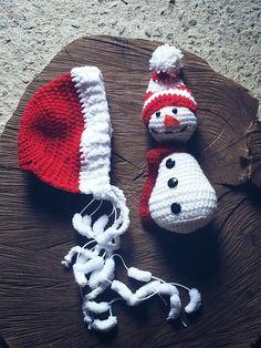 Kit touca.e.Boneco de.neve.confeccionados em crochê <br>Cor vermelho e.Branco <br>Tamanho RN